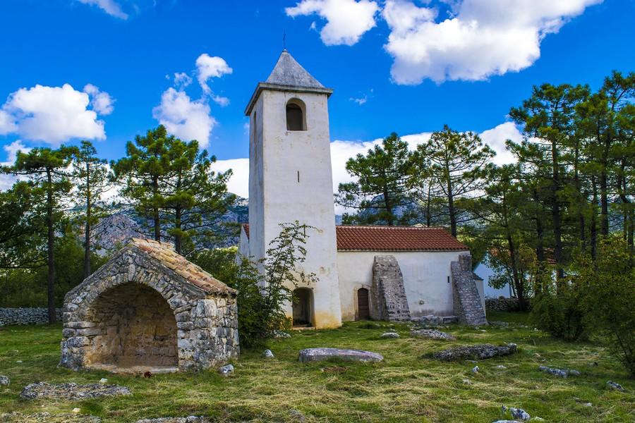 Church Sv. Petar, Seline